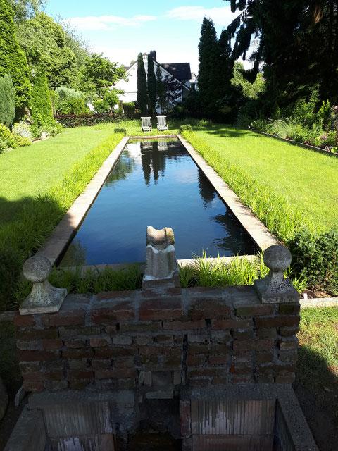 Unser 16 Meter Wasserbecken im Sunken English Garden