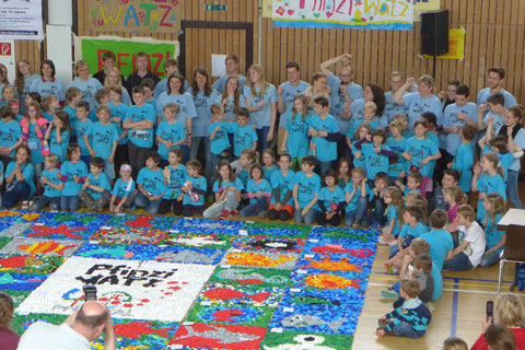 Kugler academy leitet das Pfinziwatz Kunst XXL Mosaik Kunst  Projekt