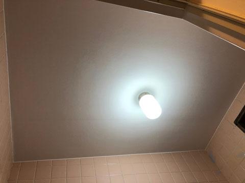 賃貸マンション在来浴室天井塗装