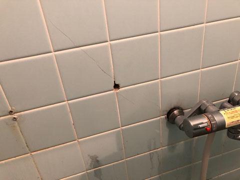 浴室タイル損傷部