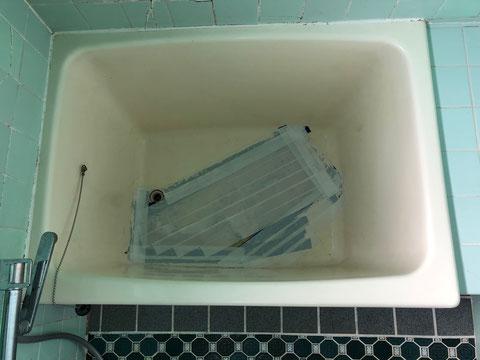借家 FRP浴槽 底面割れ