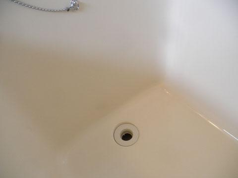 FRP浴槽割れ修繕後再生塗装