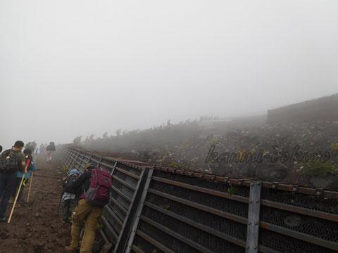 霧が出てきた富士山