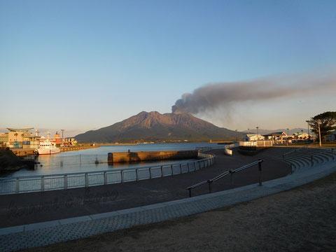 桜島は噴火中