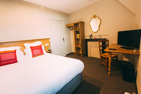The Gem, guest rooms, guesthouse, B&B (bed and breakfast) in the city center of Amiens, shuttle service, breakfast included, a home away from home, classic rooms, queen size bed 180x200, walk-in shower
