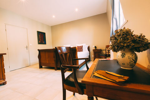 The Gem, guest rooms, guesthouse, B&B (bed and breakfast) in the city center of Amiens, shuttle service, breakfast included, a home away from home, family suite for 4 or 5 peoples, 3 single beds, a screen tv and a desk