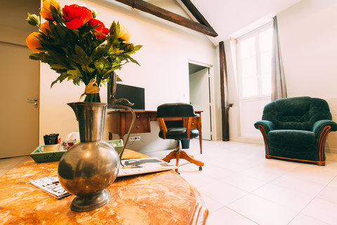 The Gem, guest rooms, guesthouse, B&B (bed and breakfast) in the city center of Amiens, shuttle service, breakfast included, a home away from home, family suite for 4 or 5 peoples, a screen tv, a desk, sofa