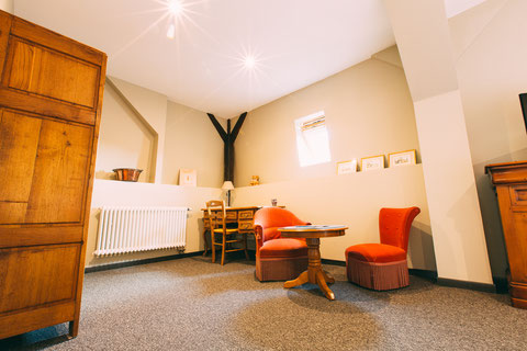 The Gem, chambre d'hôtes, maison d'hôtes, B&B, grand lit 180x200, confort et services hoteliers, petit déjeuner inclus, 1 personne, penderie, tv, fibre
