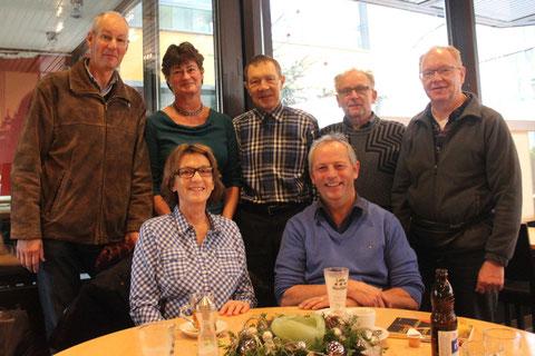 Die glorreichen Sieben: Hanna Steinegger & Hans Schnyder (sitzend) mit dem Zuger Bläserquintett - v.l. Hans Röllin, Anne Linder, Bruno Linggi, Hansjörg Flury und Alois Hugener