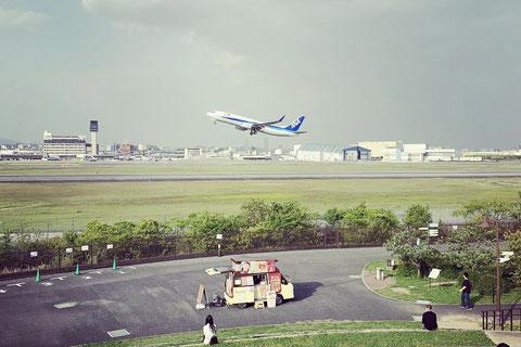 伊丹空港のスカイパークから航空機の離陸風景をおさえることができました
