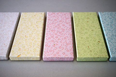 5色の花柄入りの和紙で貼り箱を別注で作製しました