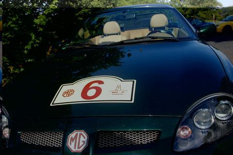 Einziger nennenswerter Umbau bisher ist die Facelift-Front, wie sie u.a. der LE500 hat.