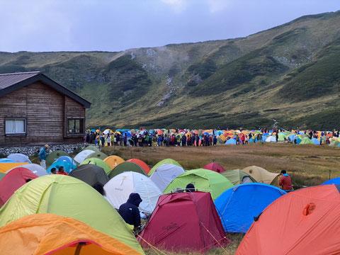 キャンプ場でトイレが大混雑