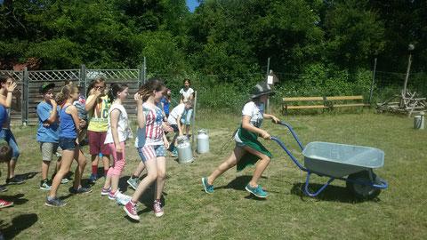 Garantierter Spielspaß für jede Altersgruppe auf der Alpaka Freizeitalm ob Schulen oder private Feiern