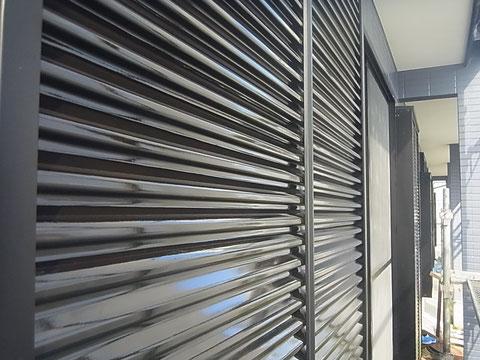 ブラックカラーで鏡板塗装完成 熊本〇様宅塗装状況