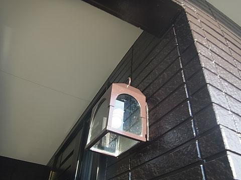 熊本市I様家の外壁塗装完成と玄関照明。