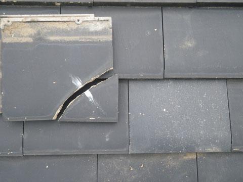 熊本県I様家外壁塗装及び屋根塗装状況。割れた瓦は予備瓦に交換完了。