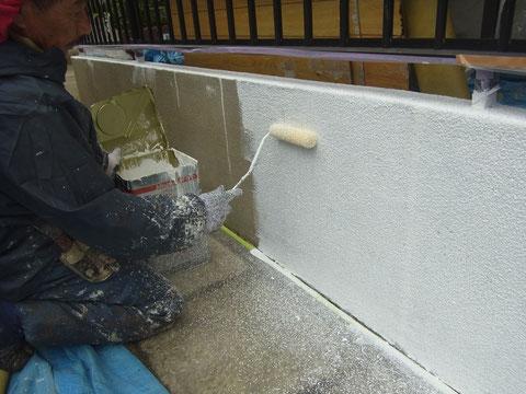 熊本県〇様邸 壁 厚みを付ける塗装中