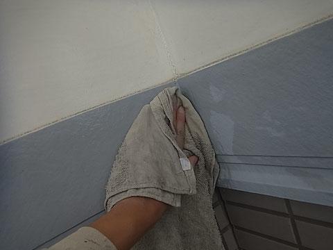 帯板高圧洗浄前の擦り チョーキング発生 熊本〇様宅塗装状況