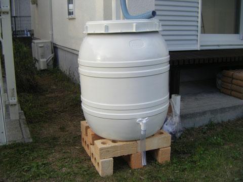 熊本県H様邸 外壁塗装完成後に雨水タンク設置しました。