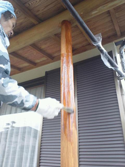 熊本 木材保護塗料にて塗装中。