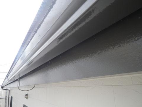 熊本市N様家の外壁塗装及び屋根塗装時。破風板及び樋の塗り替え完成です。接写で撮影。