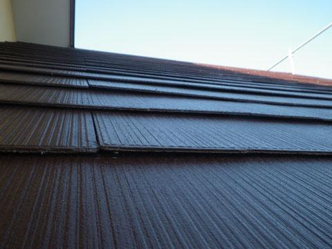 ロニアル屋根の塗り替え完成後、下から角度で接写撮影!バッチリたい^^