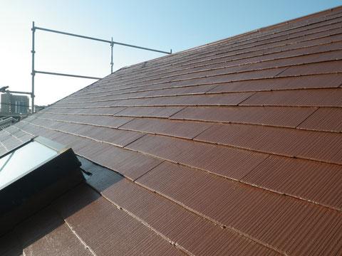 熊本市N様家。軽量スレート・コロニアル屋根塗り替えをおしゃれブラウンカラーで塗替え。高耐久防カビ遮熱塗料使用。