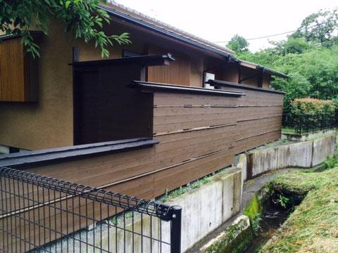 熊本〇〇様家の外壁木部塗装完成です。おしゃれな木部の塀を保護します。