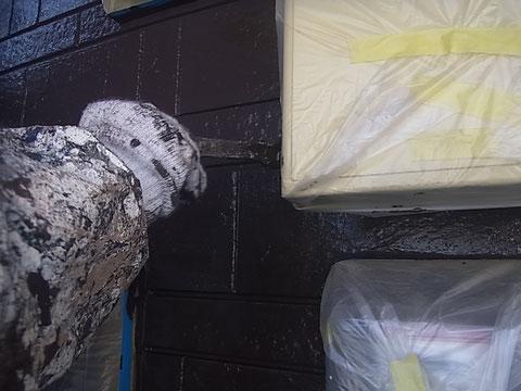 熊本市K様家の外壁を2色分けで塗り替えております。外壁塗装・屋根塗装工事状況。