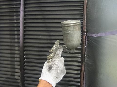 鏡板シャッター塗装中 熊本〇様宅塗装状況