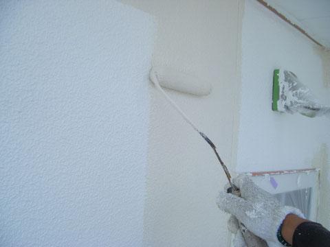 熊本H様邸外壁上塗り塗装1回目 関西ペイント アクアセラシリコン