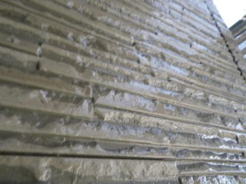 熊本市N様家の外壁塗装及び屋根塗装状況。外壁のクリアー塗装状況。