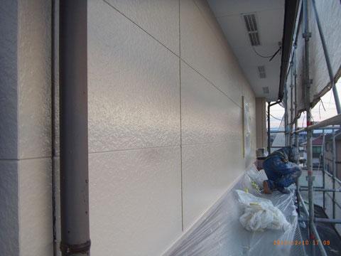 外壁サイディング:上塗り スーパー無機ガード 熊本T様邸塗装状況