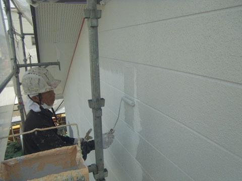 くまもと市東区 外壁の中塗り状況