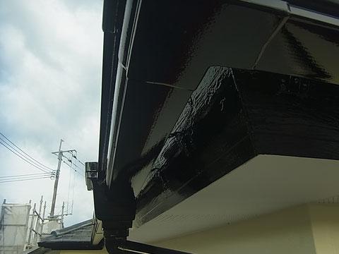 熊本市東区I様家外壁塗装及び屋根塗装時撮影。破風板と樋の塗装完成。ブラックカラー