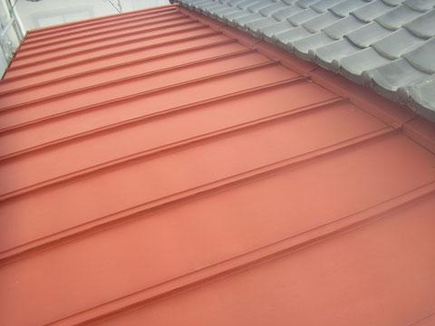 熊本T様邸 鉄板屋根錆止め塗装後