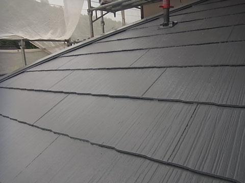熊本市東区I様家の外壁塗装及び屋根塗装時。コロニアル屋根の高耐久遮熱塗装完成。グレー色塗装。