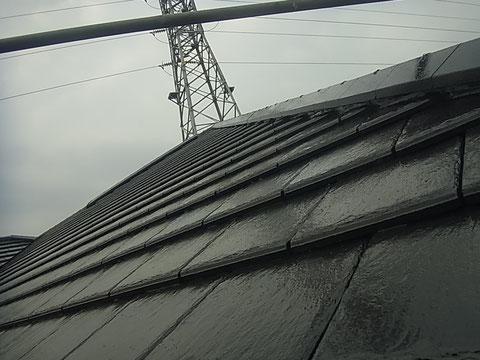 熊本市東区K様家の外壁塗装及び屋根塗装時撮影。セメント瓦の塗り替え完成。耐久性に優れた塗料を使用。