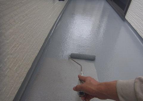 熊本市〇様住宅 外壁塗装工事における、ベランダ床防水塗装仕上げ。