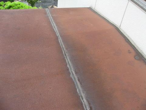 熊本T様邸屋根塗装・外壁塗装写真状況。鉄板屋根塗装前BEFORE。 過去に雨漏りが発生していたとの事です。