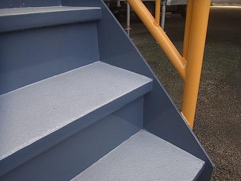 階段塗装完成。関西ペイント高耐久塗料使用。
