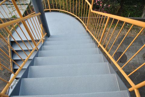 階段ノンスリップ塗装で安全第一