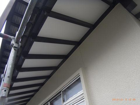 熊本県熊本市T様邸外壁塗装完了状況。 軒天塗装の仕上がり写真です^^