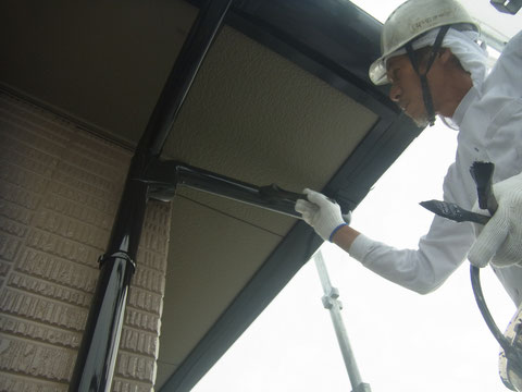熊本県〇様邸外壁塗装。 樋塗装は職人技で。