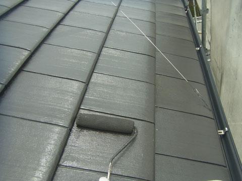 熊本市〇様家の外壁塗装及び屋根塗装時撮影。フラット洋瓦を防カビ・耐久塗料で塗り替え中です。