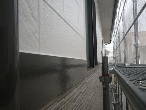 熊本市N様家の外壁塗装及び屋根塗装時。外壁とサイディング帯板の塗り替え完成。接写撮影。