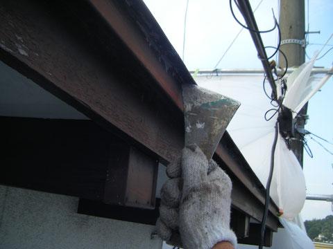 鉄板屋根塗装 ケレン。 熊本T様宅