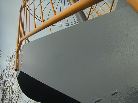 階段鉄骨仕上がり完成。グレーとイエローで塗装