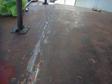 鉄板屋根の防水コーキング打ち替え